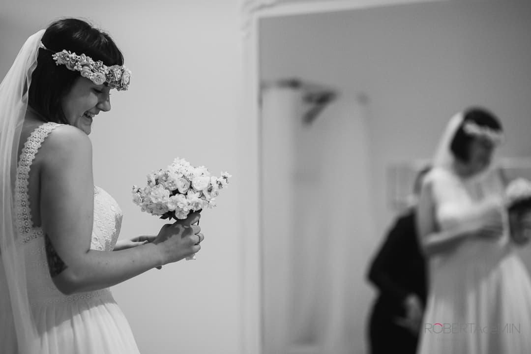 prova dell'abito da sposa con le modifiche