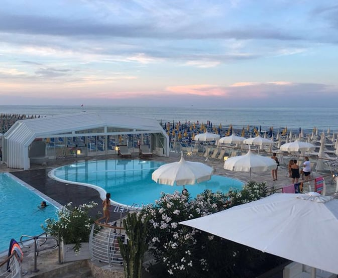 location-matrimonio-spiaggia_0000_holiday-village-ravenna